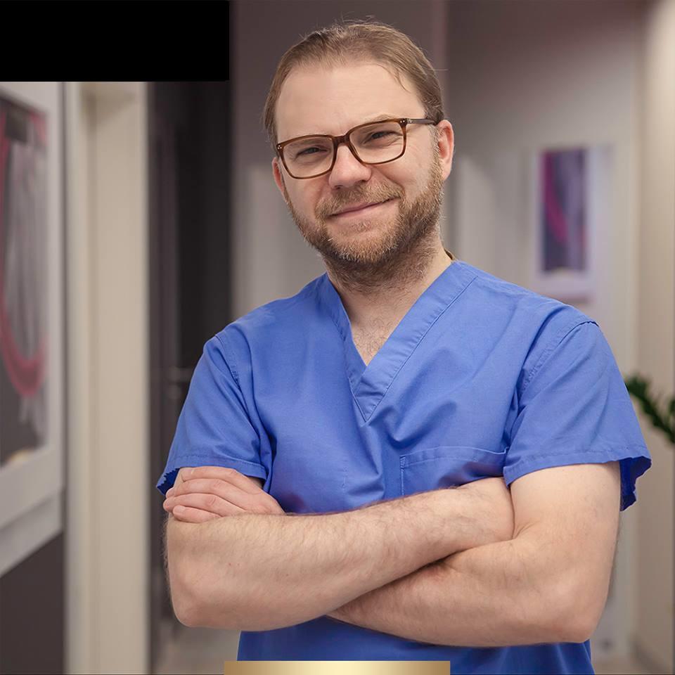 Dr. Kamil Pietrasik w Klinicie Smile&Beauty